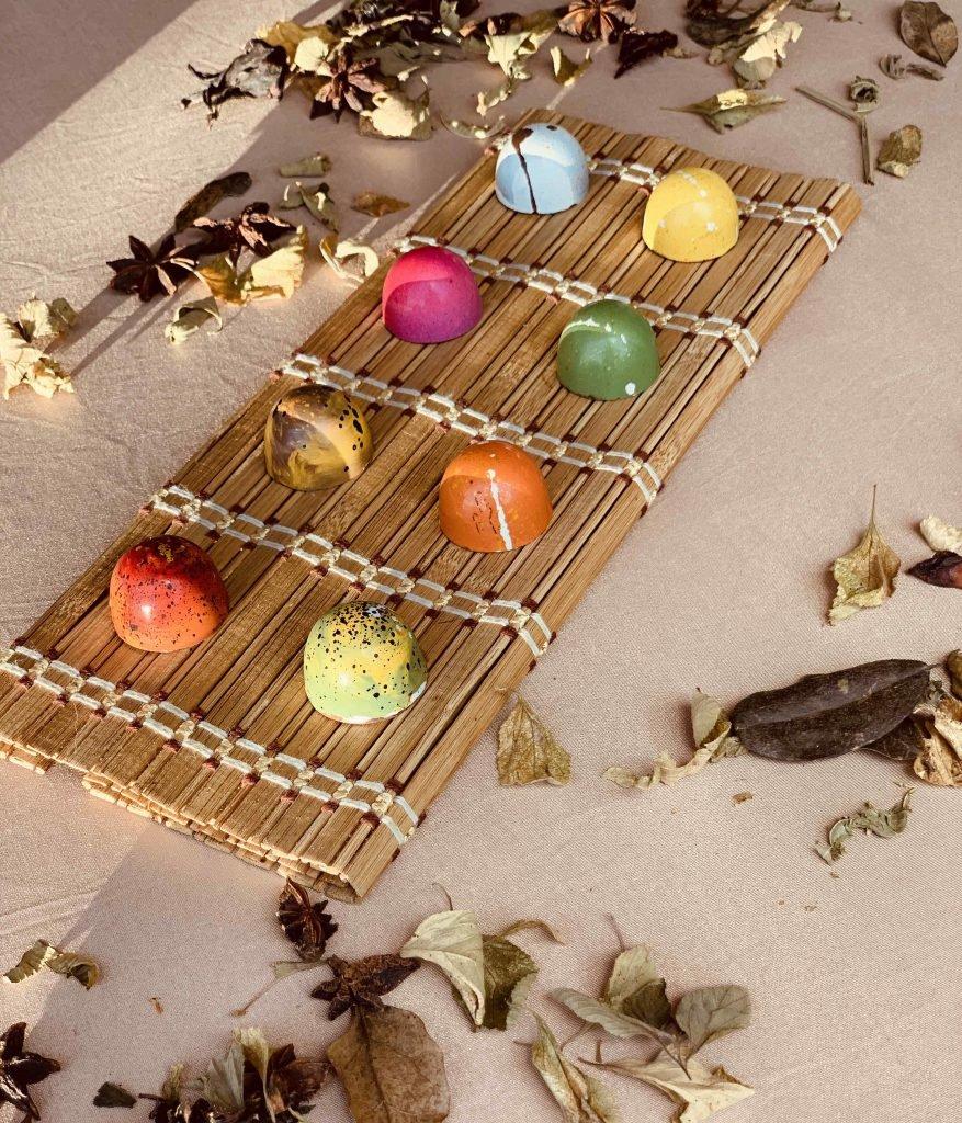 bombones en árbol de cacao
